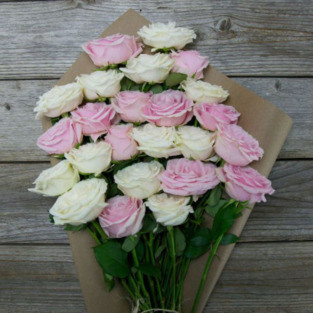 white and light pink rose arrangement 3
